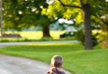 bild på barn med ryggsäck